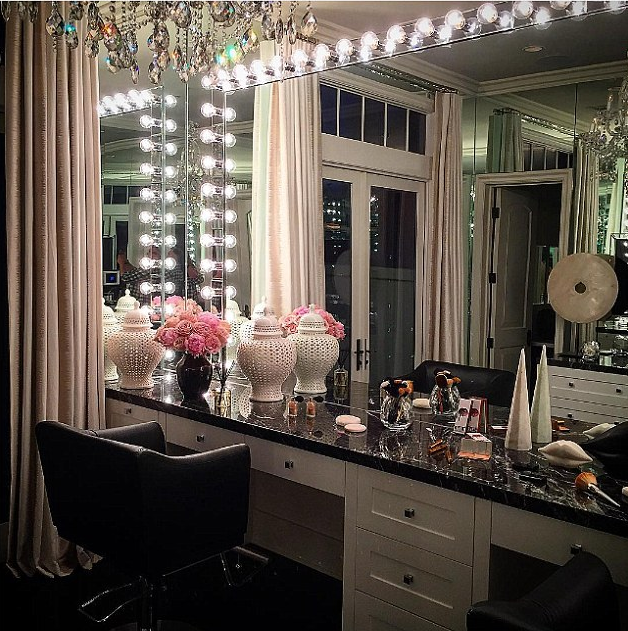 Khloe Kardashian S Glam Room Get The Look So Sue Me